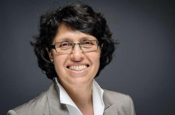 Porträt Dr. Claudia Elena